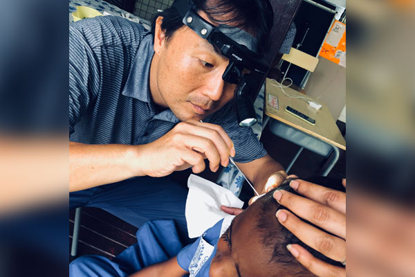 세계로 떠난 글로벌협력의사들… 피지 유일의 이비인후과 전문의, 오충현