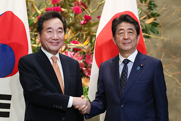 Lee-Abe Meeting Raises Hopes for Easing Seoul-Tokyo Economic Conflict
