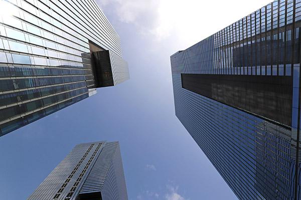 第2四半期の主な企業の業績と株式市場の今後の見通し