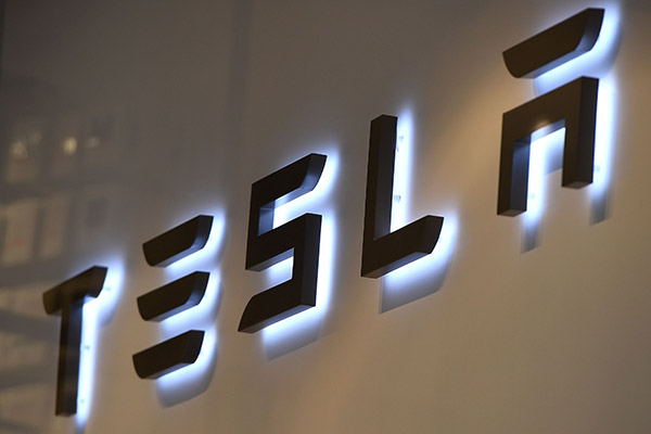 المنافسة للسيطرة على سوق بطاريات السيارات الكهربائية