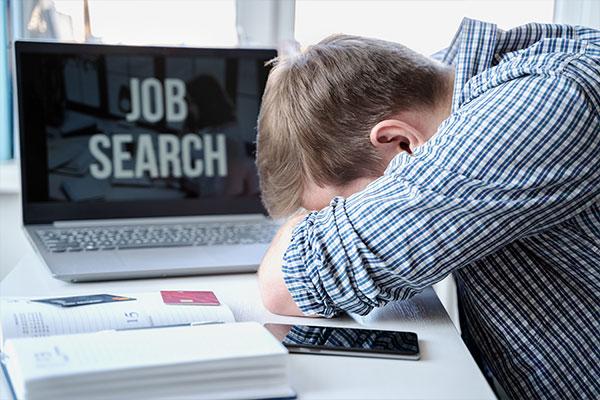 صدمة التوظيف المدمرة والتدابير المحتملة