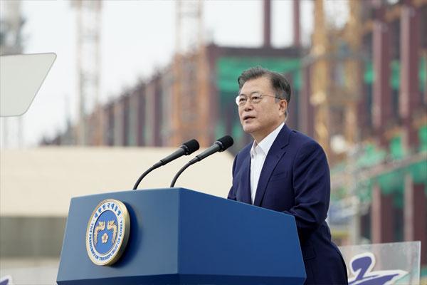 'K-반도체 전략' 발표, 2030 세계최고 공급망 구축