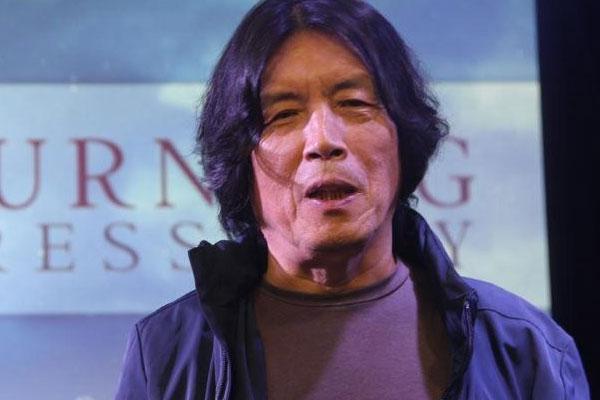 فوز المخرج لي تشانغ دونغ بجائزتين في حفل الأفلام الآسيوية