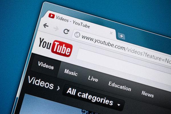شباب يحكون قصص فشلهم على يوتيوب ويحظون باهتمام كبير بين الشباب