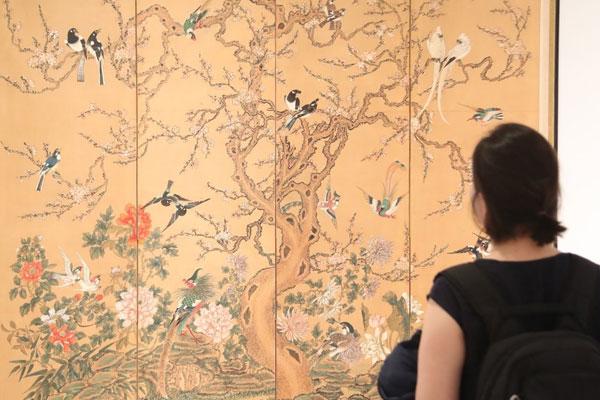 لوحات الرسم الكورية الشعبية تجتذب الزوار في جورجيا