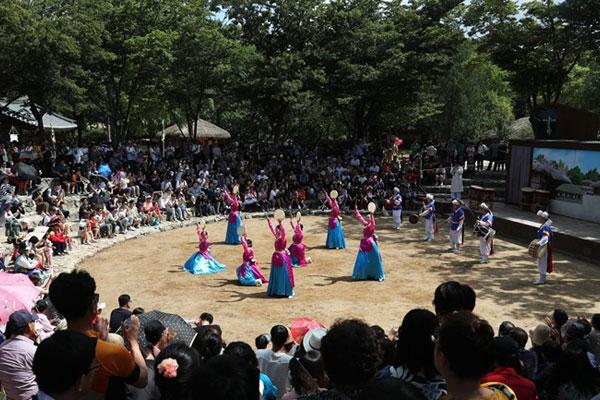 تزايد عدد المقبلين الي الأماكن السياحية مع بدء عطلة عيد الحصاد