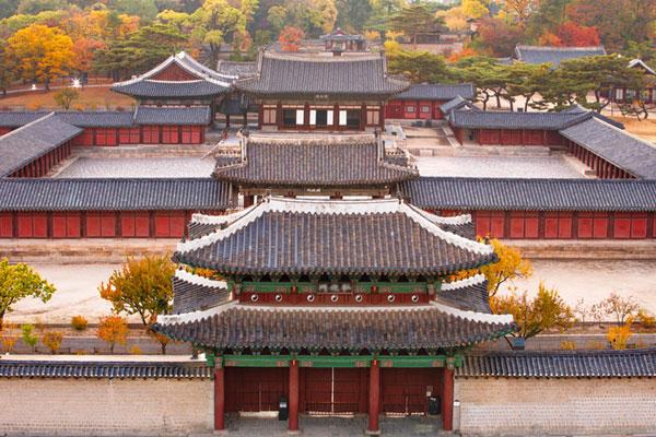 سيول تستضيف مسؤولين أجانب من أجل زيارة قصر تشانغ دوك الملكي