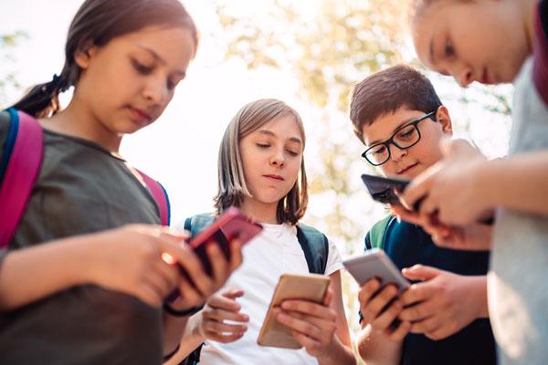 تزايد نسبة استخدام الهواتف الذكية لدى الطلاب الكوريين