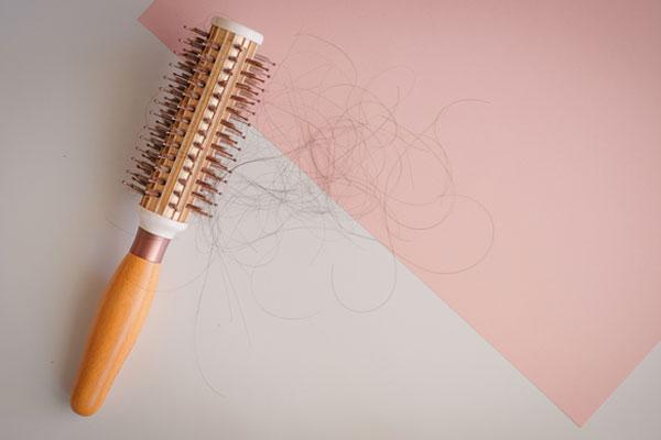 إرشادات للحد من ظاهرة تساقط الشعر مع حلول فصل الخريف