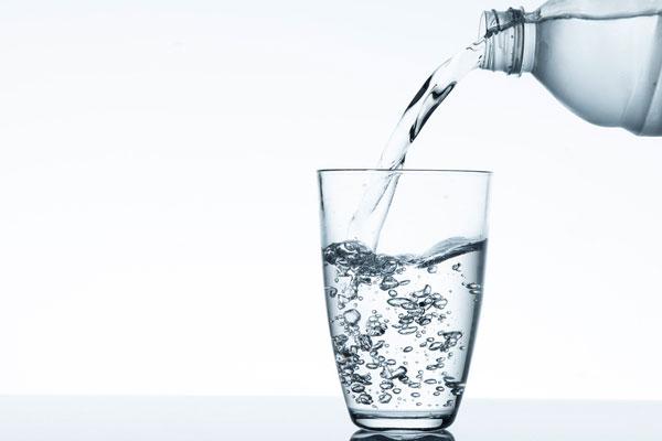 خُبراء :شرب الماء بعد الاستيقاظ يُقلل من خطر الإصابة باحتشاء عضلة القلب