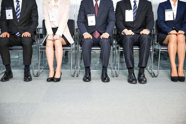 جامعة التقنيات الصناعية تفتتح محل خاص بايجار ازياء مقابلات العمل