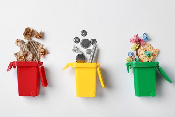 وزارة البيئة تضع توجيهات صارمة حول كيفية فصل النفايات