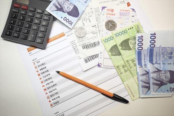 انخفاض معدل الاستهلاك غير الضروري وسط الأسر الكورية
