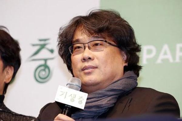 المخرج الكوري بونغ جون هو يدعو الى محاربة التمييز العنصري والكراهية
