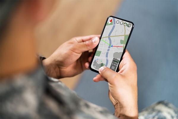 جدل بشأن السماح للجنود باستخدام هواتفهم المحمولة في أثناء الخدمة