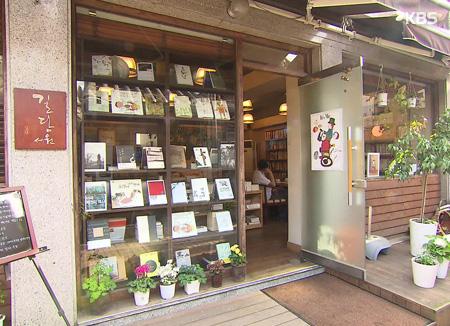 محلات بيع الكتب المطبوعة تعود للمنافسة مجددًا