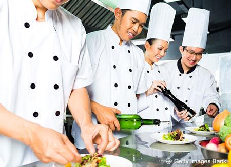 السفراء الكوريون الجدد يبحثون عن طباخين من ذوي الخبرة