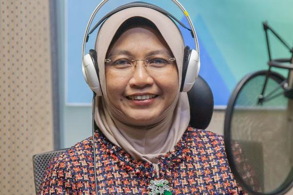 الدكتورة حسلينة: أستاذة علوم اللغة العربية في الجامعات الماليزية