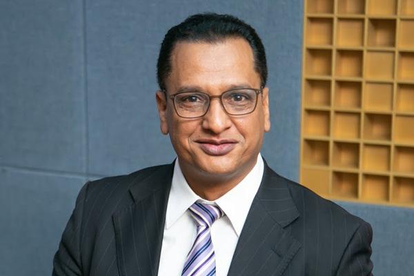 الأستاذ رضا قناوي، رجل القانون الذي أسس شركة سياحية عالمية