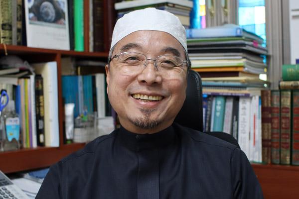 الإمام عبد الرحمن لي جو ها: اعتنقت الإسلام بسبب حبي له
