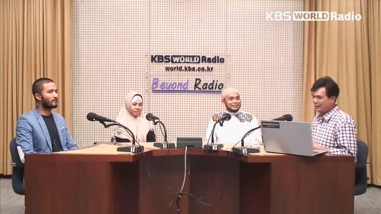Dua Haji dan seorang Hajjah Indonesia yang berangkat haji dari Korea