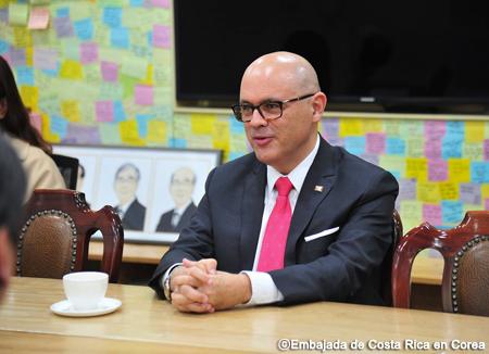 Encuentros con embajadores latinoamericanos I: Costa Rica