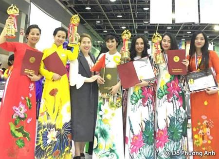 """Gần 100 doanh nhân, doanh nghiệp hoạt động trong ngành thẩm mỹ Việt Nam có mặt tại Đại hội thẩm mỹ """"International Beauty Artist Expo"""" tổ chức tại Hàn Quốc"""