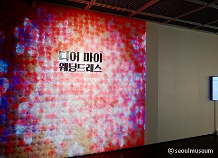 Ausstellung mit Brautkleidern im Seoul Kunstmuseum