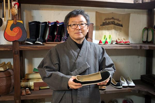 Ahn Hae-pyo, Meister der Anfertigung von traditionellen Schuhen
