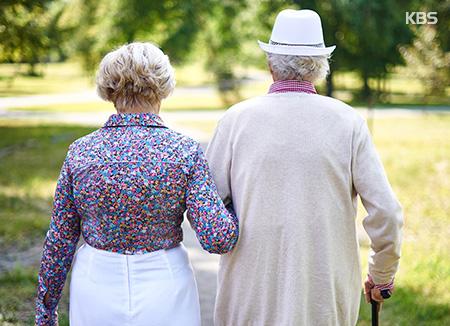 老年人春天也要记得戴一副护膝
