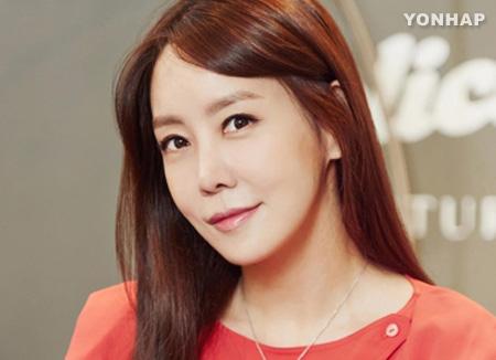 배우 김정은, 결혼후 첫 공식활동…서울국제사랑영화제 홍보대사
