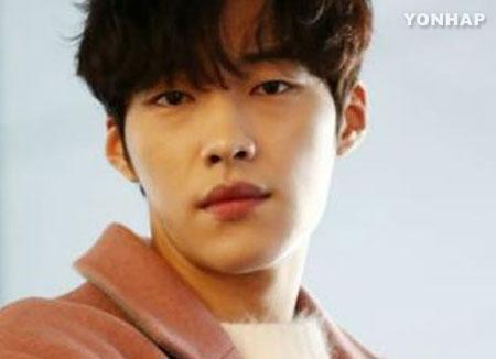 """배우 우도환 """"2017년 수퍼루키? 쉬지 않고 일해 감사할뿐"""""""