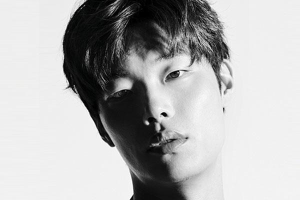 Актер Рю Чжун Ёль