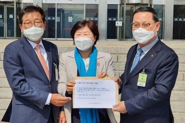 재외국민 우편투표 허용해야… 재외국민유권자연대 청원서 제출