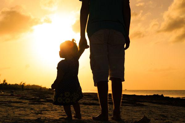해외 체류중인 한 부모 가족도 정부 지원해야...