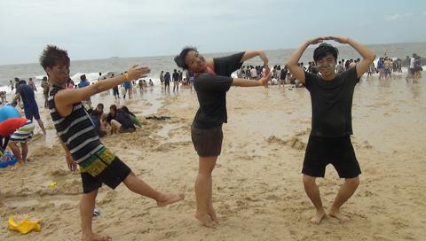Liburan musim panas bersama DJ K-PO Di Mud Festival 2014 di Boryeong, Daecheon