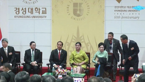 Bertemu dengan Presiden RI, Joko Widodo di Korea