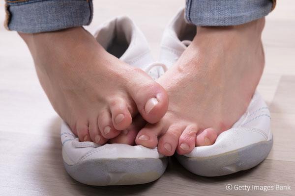 5 طرق بسيطة للقضاء على رائحة القدم