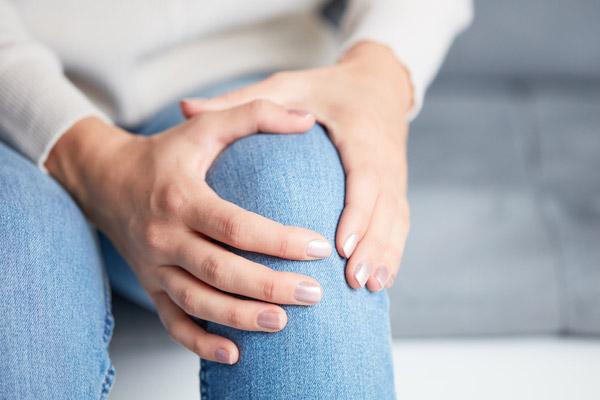5 نصائح للتخلص من أعراض التهاب المفاصل في الشتاء