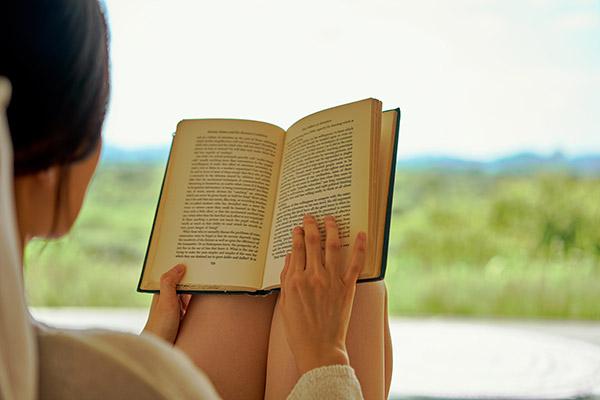 Wie wäre es mit einem Buch? (1)