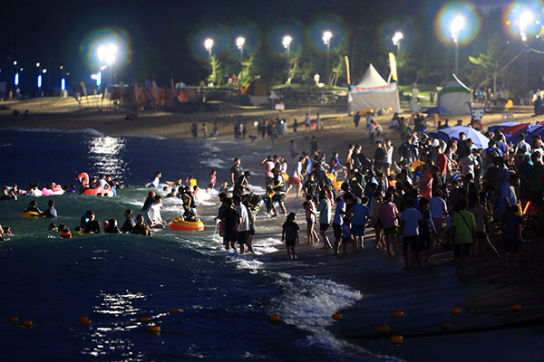 第516話 束草(ソクチョ)海水浴場が夜間もオープン!