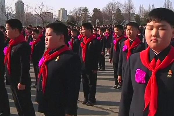 Upacara Kelulusan dan Penyambutan Siswa Baru di Korea Utara