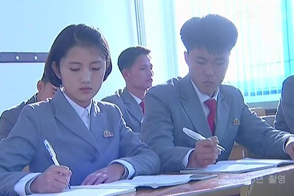 امتحان الدخول للجامعات في كوريا الشمالية
