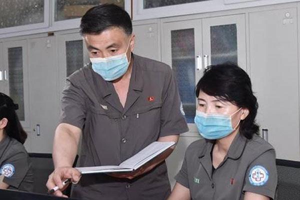 北韩的团体服装