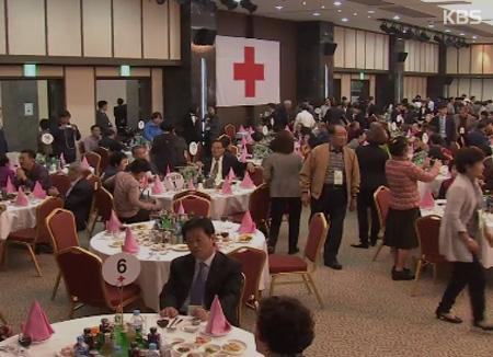 أول محادثات للصليب الأحمر بين الكوريتين في عام 1972