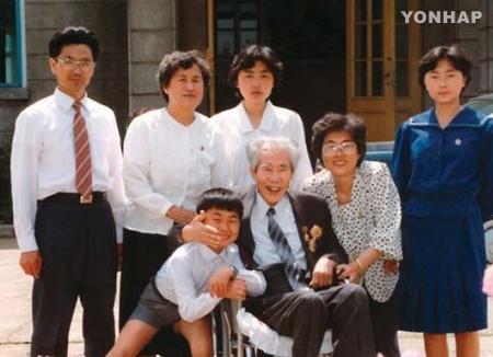 1993年韩国政府向北韩遣返非转向长期囚李仁模