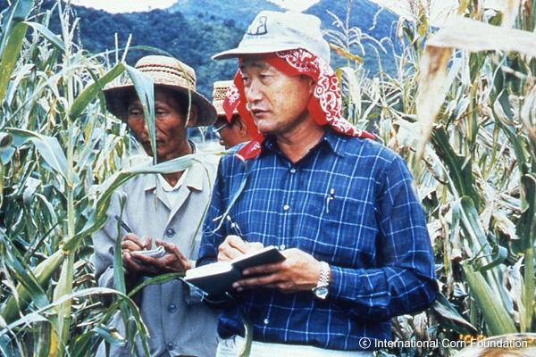 """1998年""""玉米博士""""金顺权教授访问北韩"""