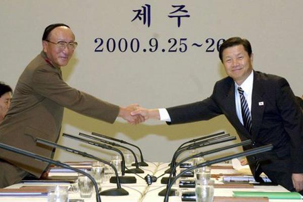 Septembre 2000, première réunion des ministres de la Défense des deux Corées