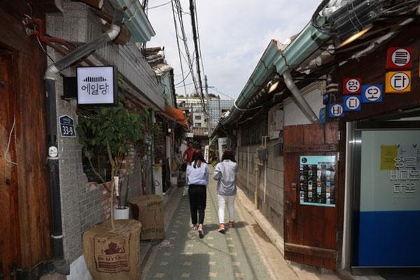 Ikseon-dong, promenade branchée au milieu des hanok