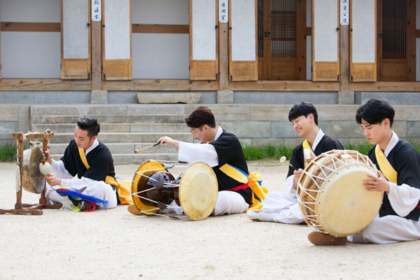 Les quatre instruments à percussion, Samulnori